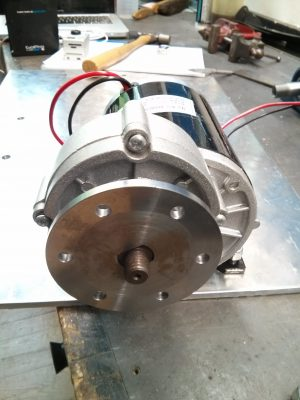 Motor with hub