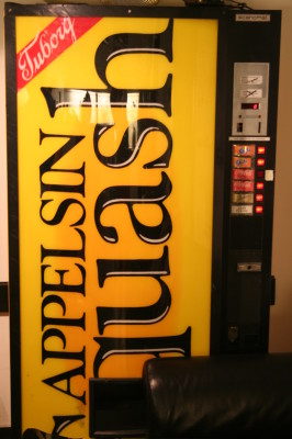 The vending machine seen from the front