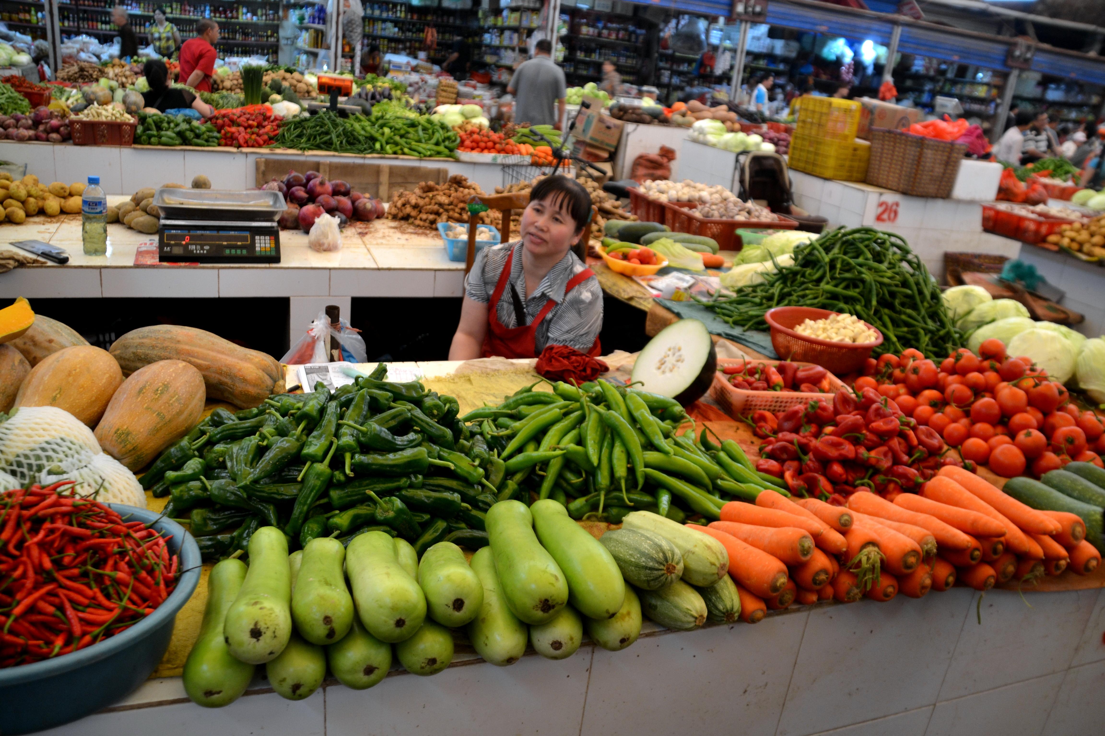 Grocery market in Yangshuo