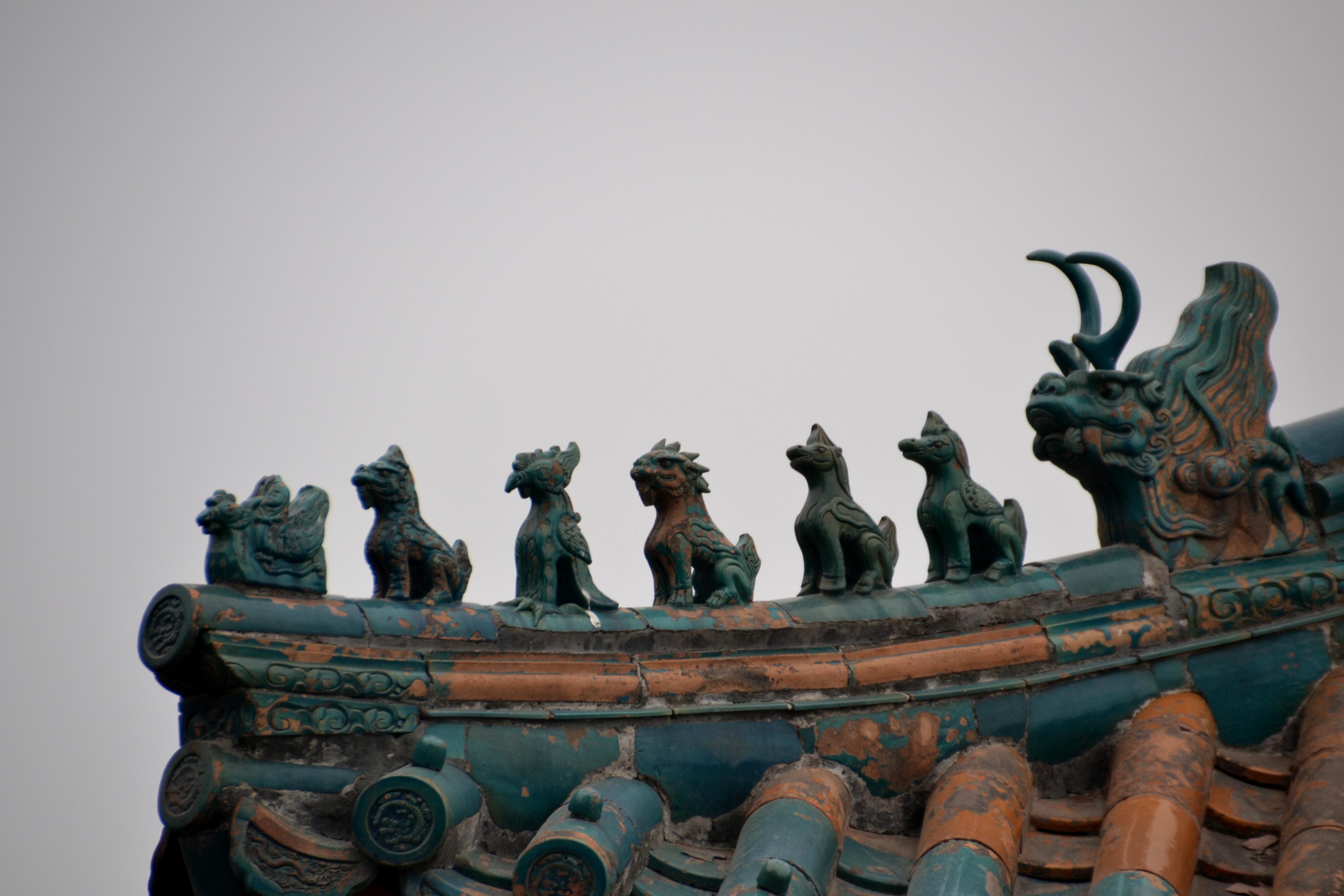 Roof sculptures